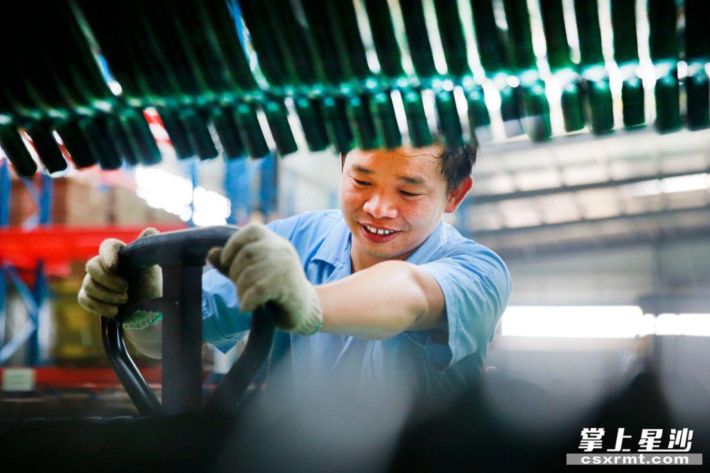 """长沙县推出""""六大举措"""",力争2020—2022年新增10万个就业岗位,就业岗位存量达到40万个。章帝 摄"""